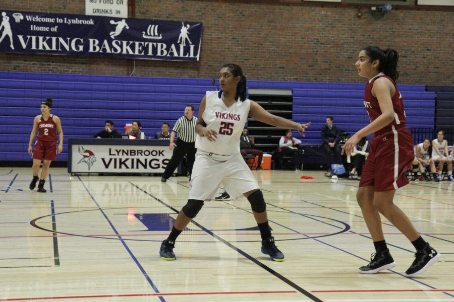 Girls Basketball Defeats Fremont