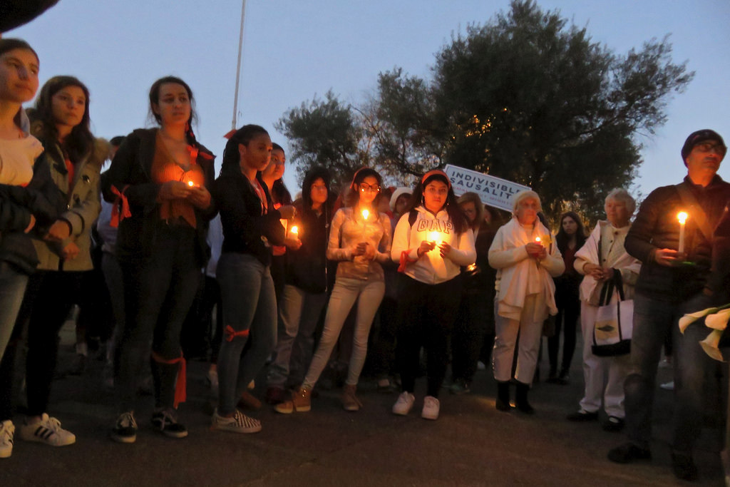 Students at Tam High School in Calif. participate in a vigil for victims of the Stoneman Douglas High School shooting, showing that the grief and anger is experienced by us all. Photo by Fabrice Florin under Creative Commons license.
