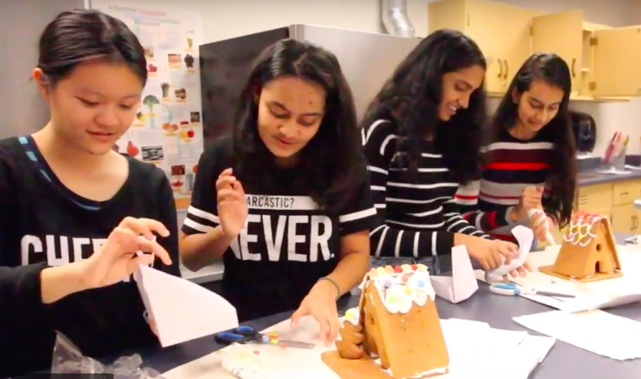 Epic staff members try to make gingerbread houses in 10 minutes